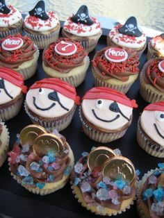b252b99962781cca6e1c7e3eddd2cfa9--party-cupcakes-themed-cupcakes