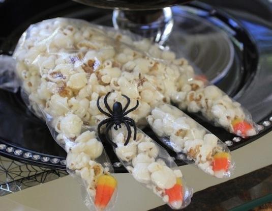 43190-Popcorn-Witch-Hand