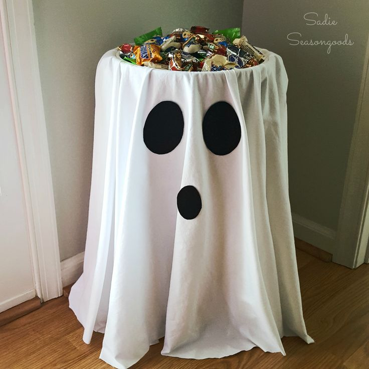 d3a275bbb7c5cf2b5228c3717753f163--halloween-candy-ideas-halloween-party-decor-diy