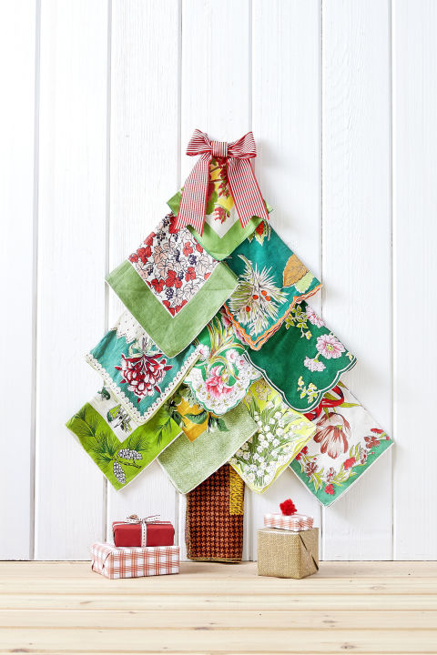 gallery-needle-free-tree-vintage-hankies-1216-1