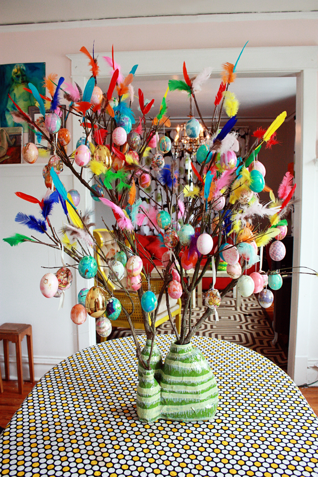 1484684529-paskris-easter-tree-640