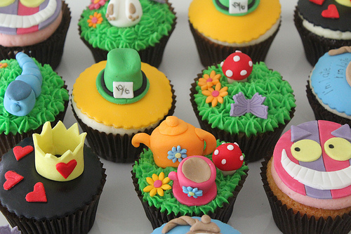 mad-hatters-tea-party-cupcakes_744465