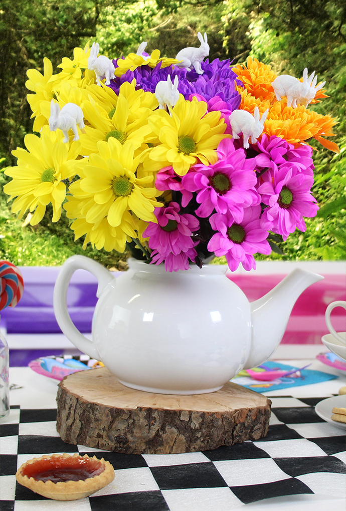 Teapot-and-Flowers-Table-Centrepiece